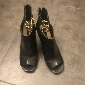 ALMOST NEW FOREVER21 CHAINED WEDGE BOOTIES 9